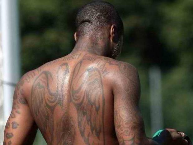 10 ποδοσφαιριστές με το κορμί γεμάτο τατουάζ (video)