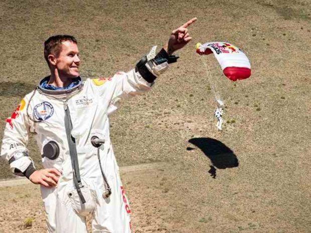 Φέλιξ Μπομγκάρτνερ: Υπερηχητική βουτιά από ύψος 39.000 μέτρων!