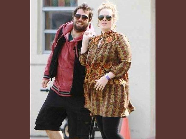 H Adele δέχεται απειλές και υβριστικά μηνύματα για το μωρό της