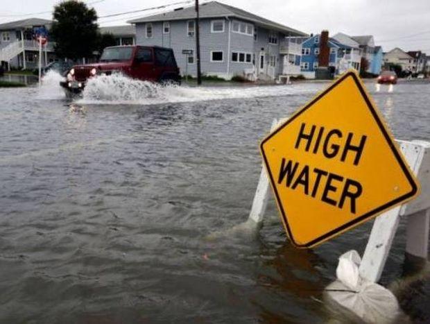Τρομοκρατεί και «ερημώνει» τη Νέα Υόρκη ο τυφώνας «Σάντι» (photos+videos)