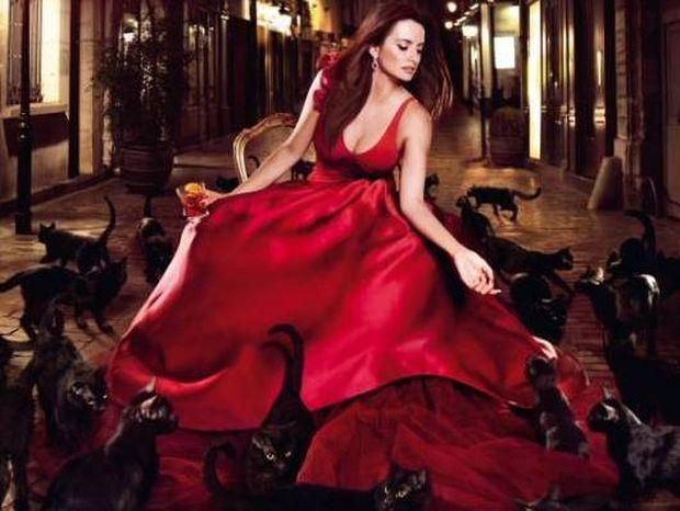 Penelope Cruz – Η σαγηνευτική φωτογράφιση στο ημερολόγιο του Campari