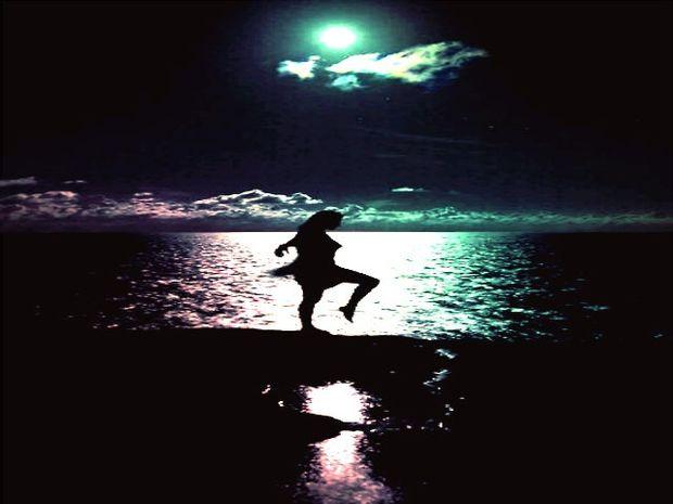 Χορεύοντας στην σιωπή της έκλειψης