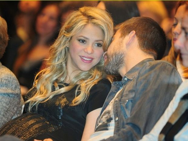 Shakira και Gerard Piqué: Γονείς, με τον μικρό Milan αγκαλιά