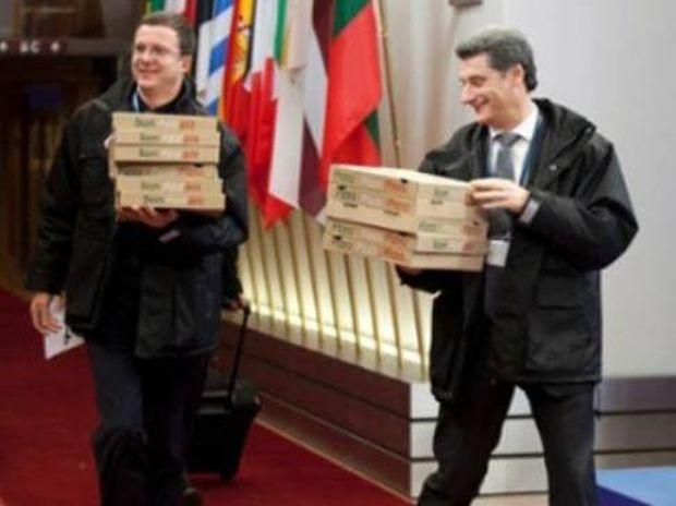 Η φωτογραφία από το Eurogroup που κάνει το γύρο του διαδικτύου!