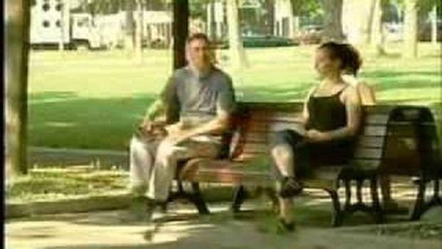 VIDEO: Ξεκαρδιστική φάρσα σε παγκάκι
