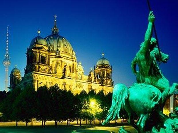 ΕΝΤΥΠΩΣΙΑΚΗ ΑΕΡΟΦΩΤΟΓΡΑΦΙΑ: Κι όμως το Βερολίνο είναι ακόμη... χωρισμένο