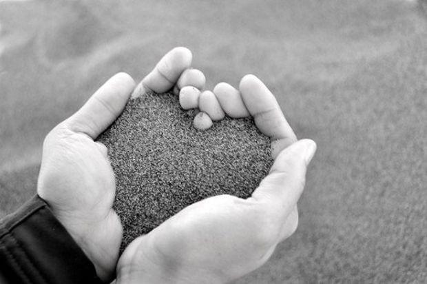 Ενας αιώνιος έρωτας: Ζευγάρι κρατιέται χέρι-χέρι εδώ και 1.500 χρόνια