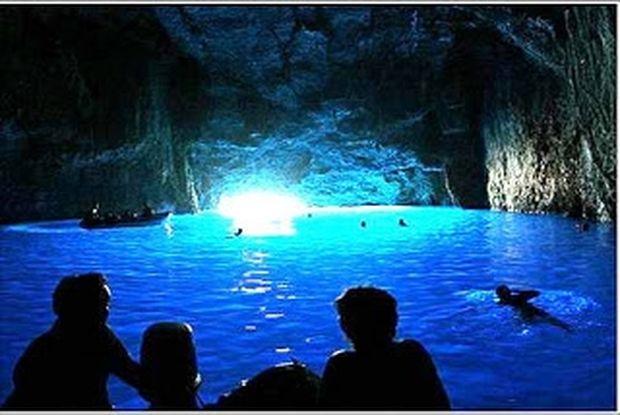 ΥΠΕΡΟΧΟ VIDEO: Το μαγευτικό γαλάζιο σπήλαιο στο Καστελόριζο!