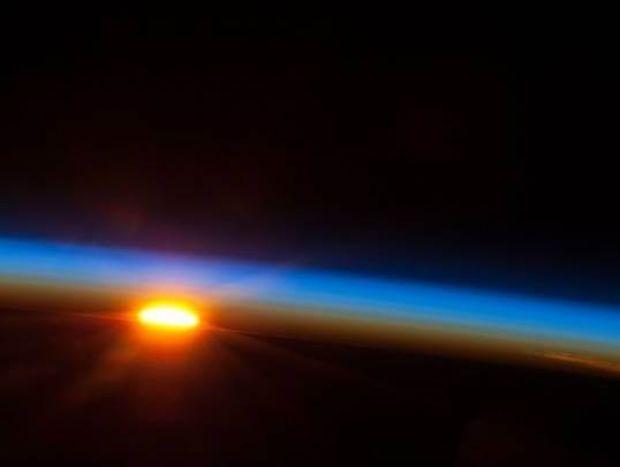 Απίστευτη ομορφιά - Το ηλιοβασίλεμα από το διάστημα!