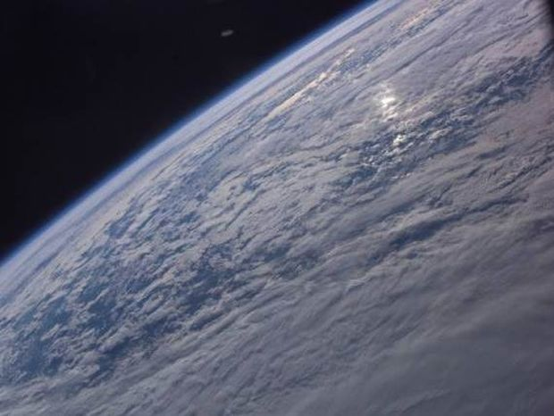 UFO πάνω από τη Γη σε φωτογραφία της NASA!