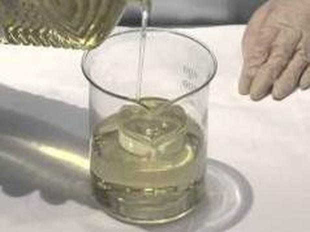 Φοβερό ΤΡΙΚ: Πώς μπορούμε να κάνουμε αόρατο ένα ποτήρι...