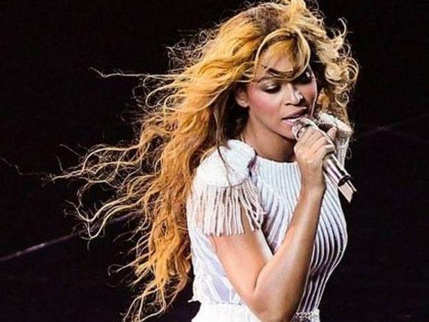 Θαυμαστής χουφτώνει την Beyonce στην Κοπεγχάγη!