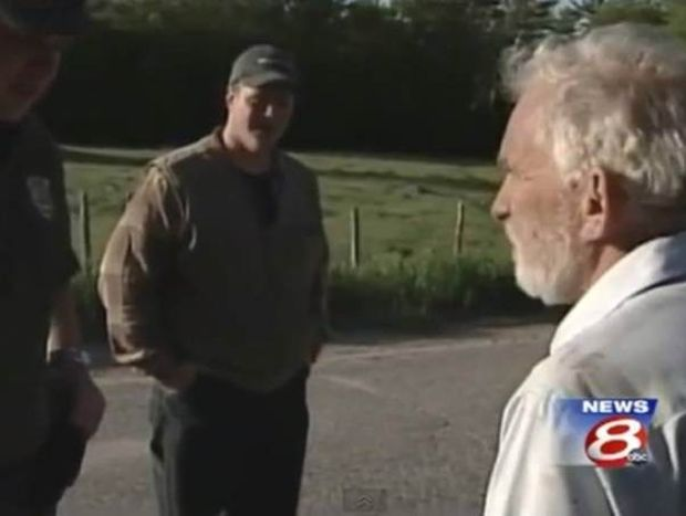 Βίντεο: Εμφανίστηκε την ώρα του ρεπορτάζ για την εξαφάνισή του!