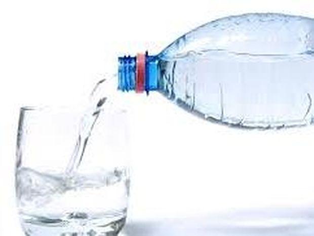 Γιατί πρέπει να πίνουμε νερό κάθε πρωί με άδειο στομάχι