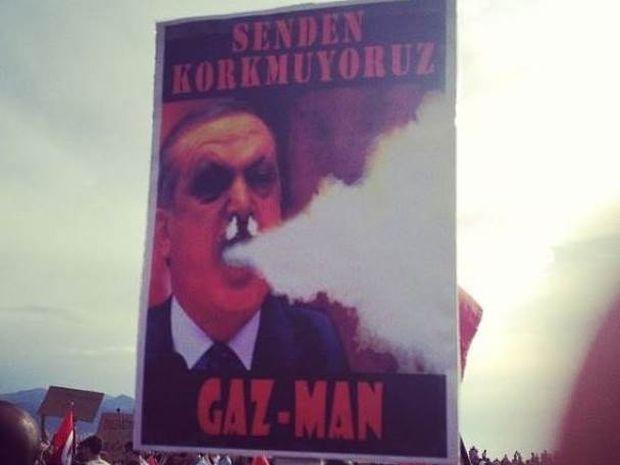 Η φωτογραφία που κάνει τον γύρο του διαδικτύου: Ο Ερντογάν… καπνίζει!