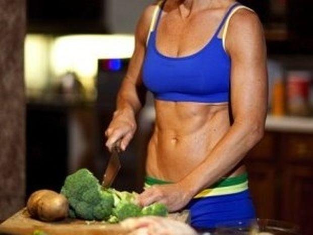 12 τροφές που χτίζουν κοιλιακούς
