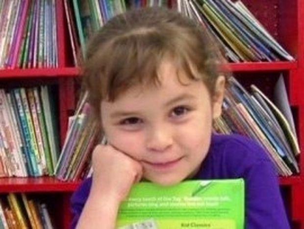 ΔΕΝ ΘΑ ΤΟ ΠΙΣΤΕΥΕΤΕ!!! Πόσα βιβλία διάβασε μέσα σ' ένα χρόνο η 5χρονη της φωτογραφίας;