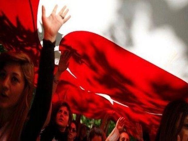 ΔΕΙΤΕ το video clip που έφτιαξαν οι Τούρκοι διαδηλωτές και σαρώνει σε όλο τον κόσμο!