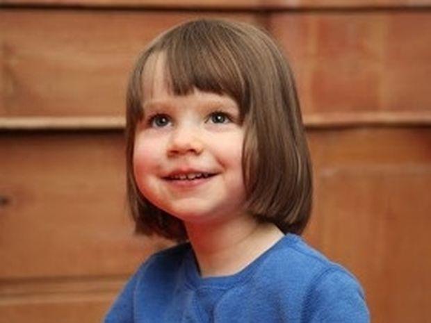 ΔΕΙΤΕ: 3χρονο κοριτσάκι με αυτισμό πουλά τους πίνακές της για 900 ευρώ!