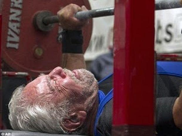 VIDEO: 91χρονος σηκώνει ...85 κιλά!!!