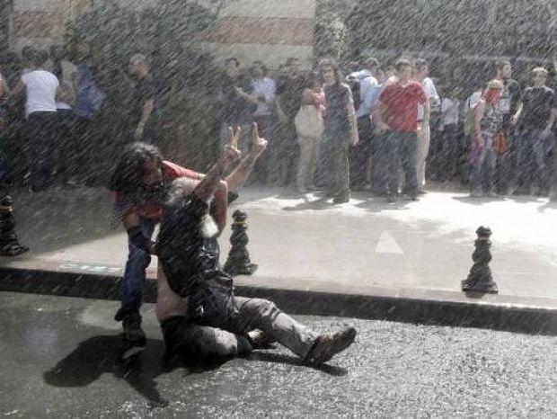Τουρκία: Θλιβερός απολογισμός - 7.822 τραυματίες και 4 νεκροί