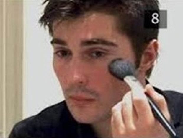 ΕΡΕΥΝΑ-ΣΟΚ: Ένας στους δέκα άντρες φοράει makeup!