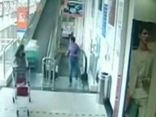 Βίντεο-ΣΟΚ: Τη σκότωσε ένα καροτσάκι μέσα σε σουπερμάρκετ