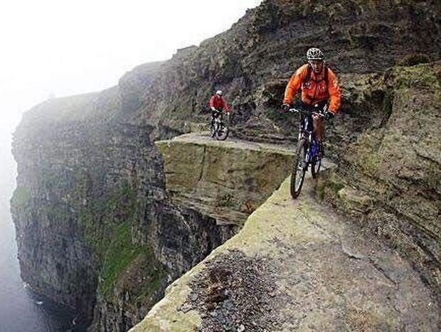ΦΟΒΕΡΕΣ ΕΙΚΟΝΕΣ: Η πιο επικίνδυνη διαδρομή για ποδήλατο!