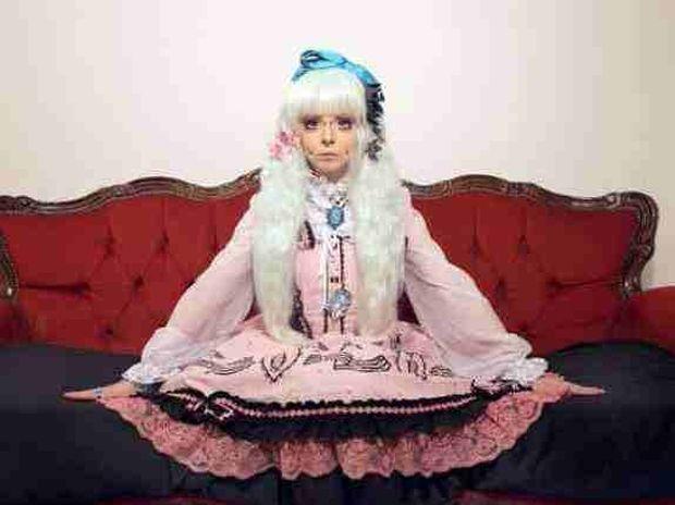 H 18χρονη που θέλει να γίνει μια... ανθρώπινη κούκλα! Δείτε πως έγινε