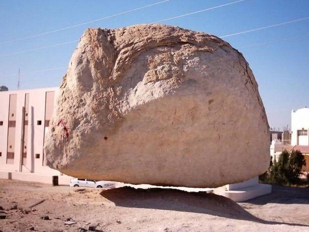 Το μυστικό της... αιωρούμενης πέτρας