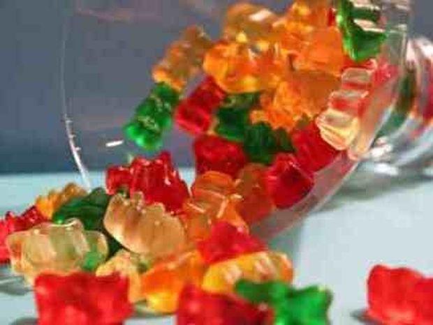 VIDEO: Τι θα συμβεί αν ρίξεις ένα Gummy Bear σε χλωρικό κάλιο;