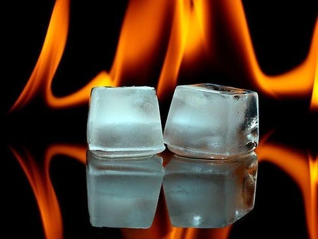 Δείτε πως να ανάψετε φωτιά χρησιμοποιώντας πάγο!
