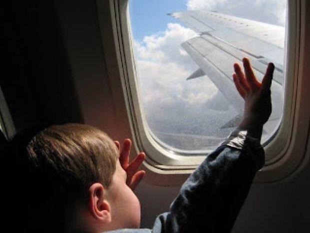 Γιατί τα παράθυρα στα αεροπλάνα έχουν οβάλ σχήμα;