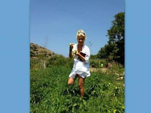 Η πιο σέξι αγρότισσα είναι η… Μενεγάκη! (φωτό)