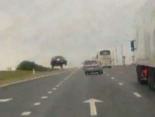 VIDEO: Στη Ρωσία τα αυτοκίνητα… πετάνε!