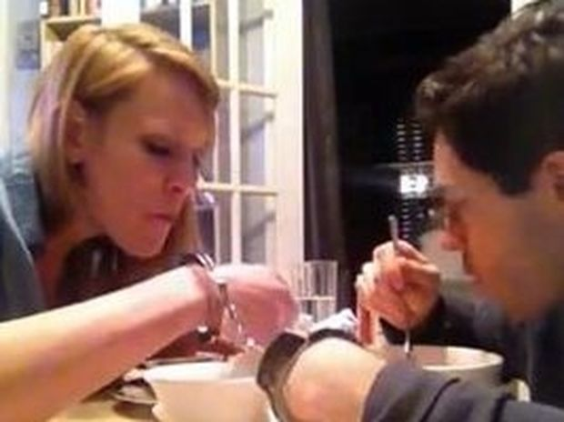 VIDEO: Ζευγάρι περνάει 48 ώρες με χειροπέδες
