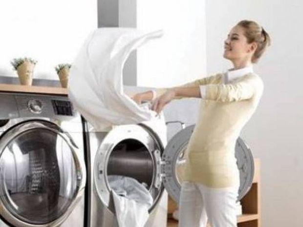Πώς θα εξαφανίσεις τις λαδιές από τα ρούχα σου στο πι και φι!