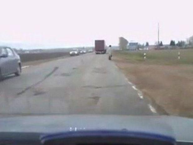 ΑΠΙΣΤΕΥΤΟ! Γυναίκα φάντασμα κατέγραψε κάμερα στη Ρωσία!!! Δείτε το ανατριχιαστικό VIDEO!