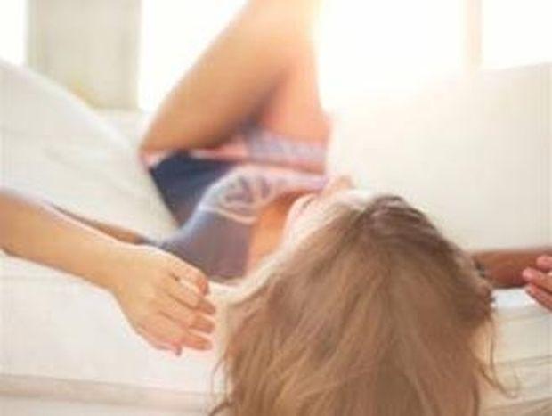 Κορυφαία φωτογραφία: Πρώτη του φορά στο κρεβάτι με γυναίκα…