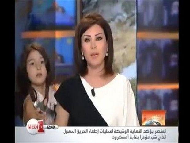 """""""Μαμά,μαμά, χτυπάει το κινητό σου!""""- Δείτε την αστεία """"εισβολή"""" σε δελτίο ειδήσεων!!! (VIDEO)"""