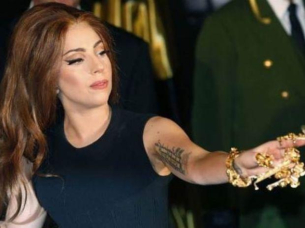 Δείτε την πιο «καυτή» εμφάνιση της Lady Gaga ever!