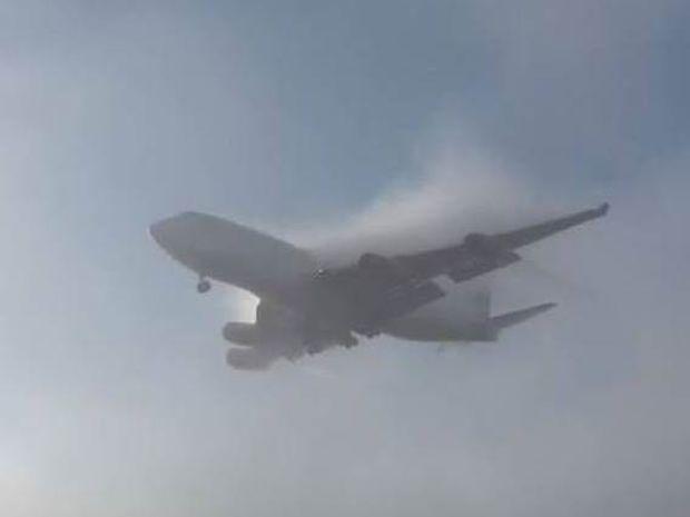 Boeing 747-φάντασμα εμφανίζεται από το πουθενά!