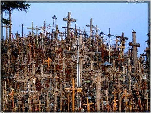 ΔΕΙΤΕ: Ένας λόφος γεμάτος από σταυρούς!