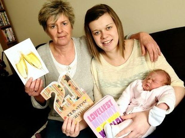 AΠΙΣΤΕΥΤΟ: Γεννήθηκε την ίδια μέρα με τη μητέρα της και τη γιαγιά της!