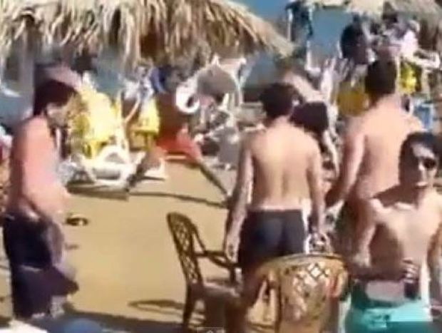 Video: Άγριο ξύλο σε παραλία