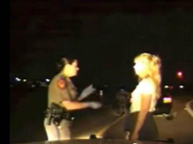 Βίντεο - ΣΟΚ: Σάλος από σωματικό έλεγχο στις ΗΠΑ
