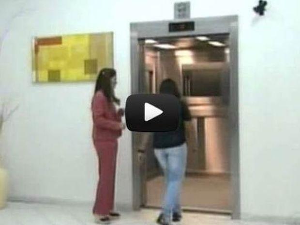 Βίντεο: Ανατριχιαστική φάρσα σε ασανσέρ προκαλεί τον απόλυτο τρόμο
