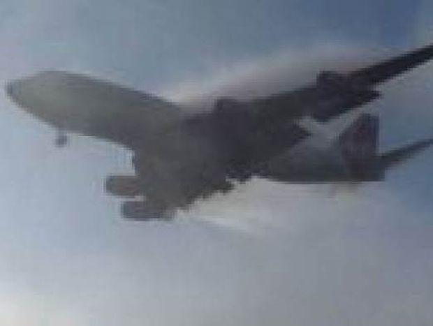 Βίντεο: Αεροπλάνο εμφανίστηκε από το πουθενά!