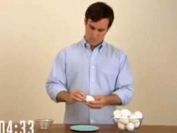 Ο πιο γρήγορος τρόπος καθαρίσματος αυγού!