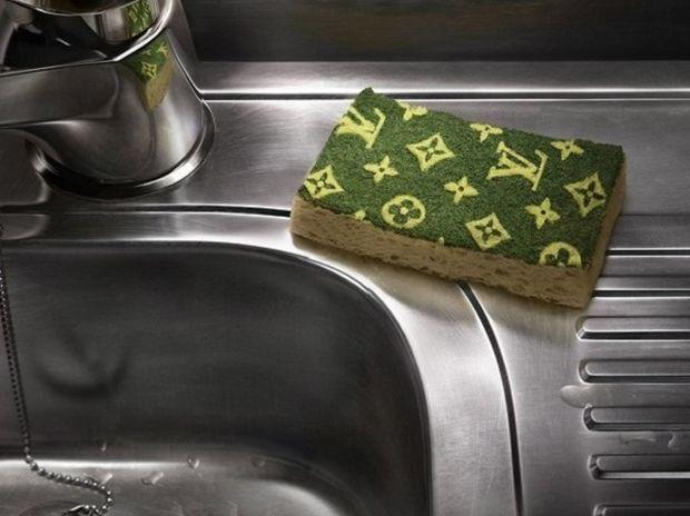 Εκπλαγείτε με το τι μπορεί να κάνει το σφουγγάρι πιάτων!